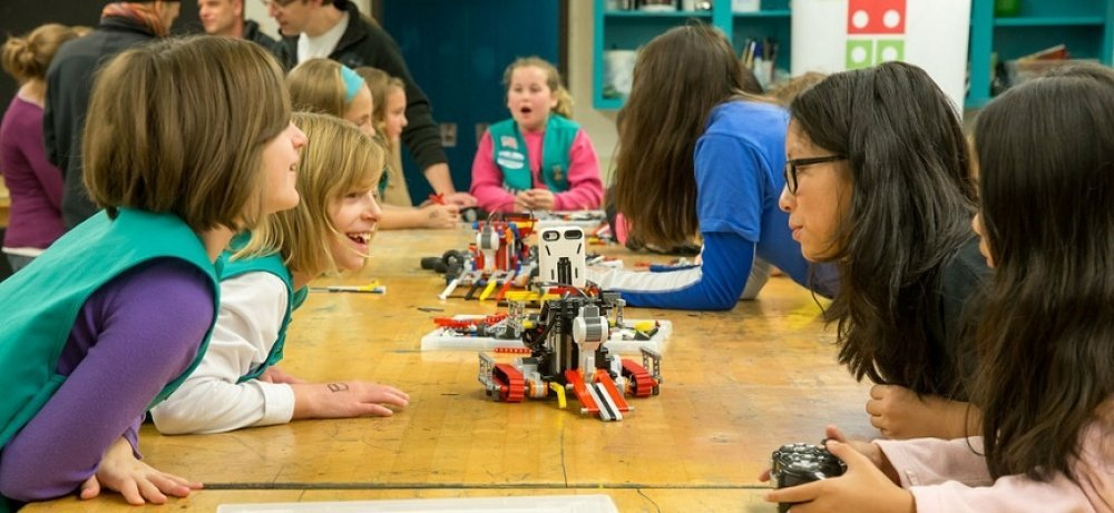 Children looking at MINDSTORMS® robot